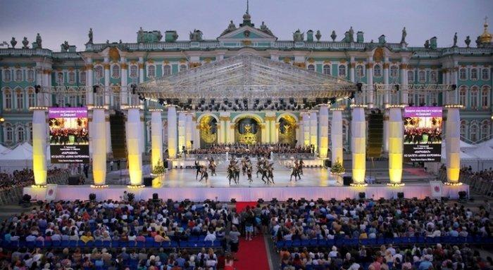 Музыкальный open-air с элементами карнавала устроят на Дворцовой в День города