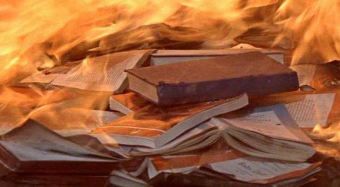 Театр «Глобус» объявил массовый сбор бесполезных книжек