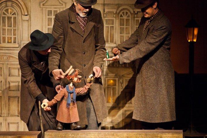Мединский хочет обязать театры ставить спектакли порусской классике