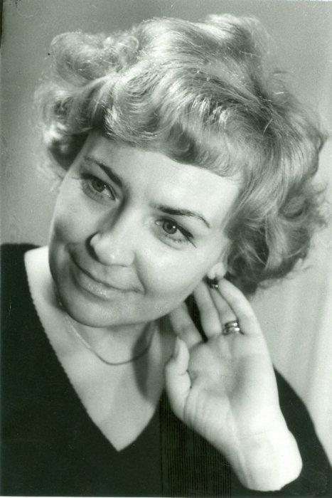 neostorozhnaya-devushka-dala-parnyu