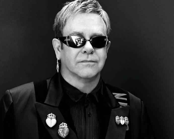 Элтон Джон выступит сединственным концертом в столицеРФ