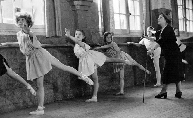 Вобластной библиотеке открылась выставка «Два века Петипа. История русского балета»