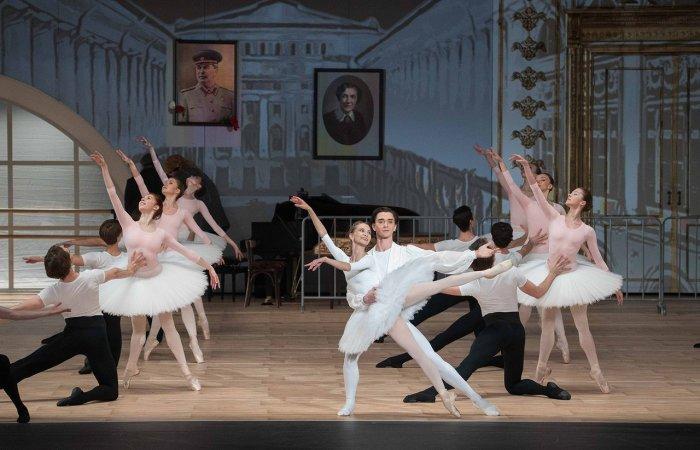 Большой театр получил несколько предложений о иностранных гастролях балета Серебренникова «Нуреев»