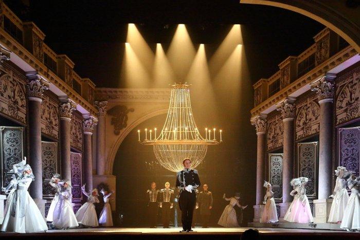 Екатеринбург билеты в театр музкомедию бесплатный билет в театр для многодетных